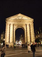 Victoire porte d'Aquitaine nuit